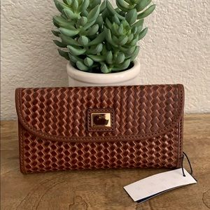 🌟 Dooney & Bourke Woven leather Wallet